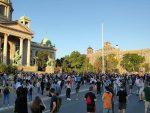 БЕОГРАД: И вечерас испред Скупштине Србије упркос забрани окупљања