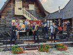 ИЗНЕНАДНИ КОНЦЕРТ НА МЕЋАВНИКУ : Кустурица и ТНСО свирају за посетиоце Мећавника