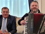 """""""СРПКИЊА ЈЕ МЕНЕ МАЈКА РОДИЛА"""": Додик испунио обећање и запевао усред Председништва БиХ"""