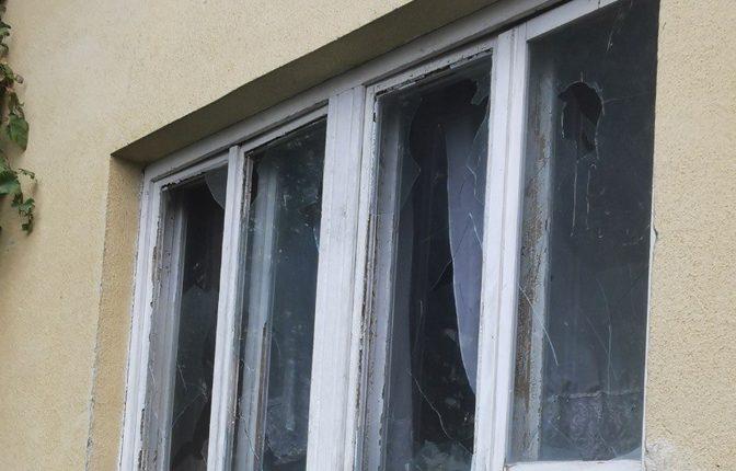 Пећ: Каменована кућа Румене Љубић, једине Српкиње у граду